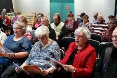 Etelä-Vantaan Eläkeläisten järjestämä yhteislaulutilaisuus huhtikuussa.