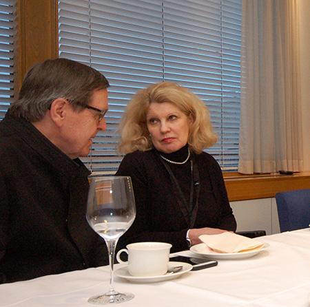 EETUn neuvottelukunnan jäsen Kalevi Kivistö keskusteli Kelan uuden pääjohtajan Elli Aaltosen kanssa.