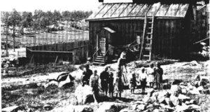Vaasankatu 2 pihan puolelta vuonna 1911. Kirjan kuvaliite, alkuperäinen lähde: Helsingin kaupunginmuseo, Signe Brander.